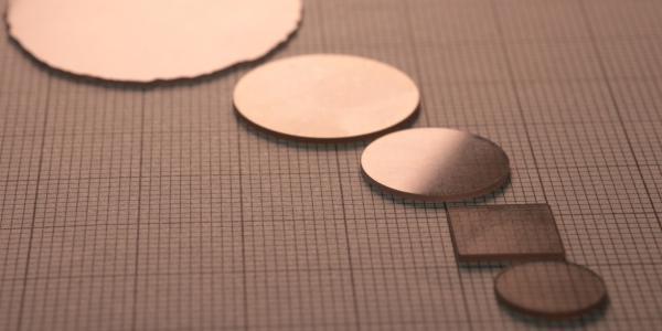 汇聚尖端科技,铸就卓越性能,奥趋光电正式批量量产新一代超宽禁带半导体高端材料——高质量氮化铝单晶衬底系列产品